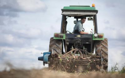 Comment favoriser l'installation des jeunes agriculteurs ? Un podcast France Inter relayant les problématiques auxquelles s'attaque eloi